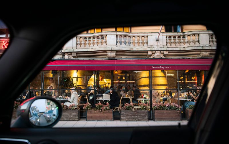 People dine in a restaurant on March 27, 2020 in Stockholm during the the new coronavirus COVID-19 pamdemic. Sweden, which has stayed open for business with a softer approach to curbing the COVID-19 spread than most of Europe, on Friday limited gatherings to 50 people, down from 500., Image: 510187649, License: Rights-managed, Restrictions: , Model Release: no, Credit line: Jonathan NACKSTRAND / AFP / Profimedia