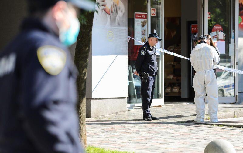 31.05.2021., Zagreb - U jednom od stanovu u stambenoj zgradi na Lanistu doslo je do eksplozije u ranim jutarnjim satima. Jedan stan i lift na trecem katu jace su osteceni te je jedna osoba ozlijedjena. Photo: Jurica Galoic/PIXSELL