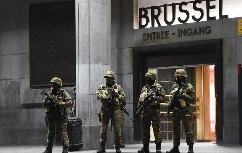 Soldiers stand guard in front of the central train station on November 22, 2015 in Brussels, as the Belgian capital remained on the highest security alert level over fears of a Paris-style attack.     AFP PHOTO / Emmanuel Dunand / AFP / EMMANUEL DUNAND