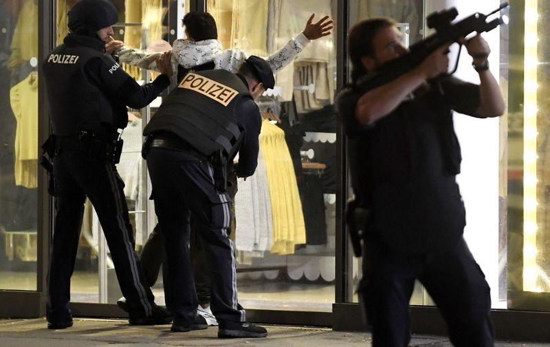 Police control a person at Mariahilferstrasse in central Vienna on November 2, 2020, following a shooting near a synagogue. - Austrian Interior Minster Nehammer said late on November 2 that a shooting in central Vienna near a major synagogue appeared to be a terrorist attack and was ongoing. (Photo by ROLAND SCHLAGER / APA / AFP) / Austria OUT