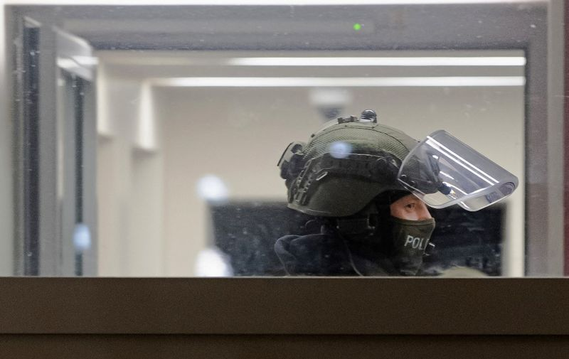 25 February 2021, Berlin: Police officers carry out a raid in the Märkisches Viertel. The action was related to the banning of the Jihad-Slafist association Jama'atu, also known as Tauhid Berlin. Photo: Paul Zinken/dpa-Zentralbild/dpa (Photo by Paul Zinken / dpa-Zentralbild / dpa Picture-Alliance via AFP)