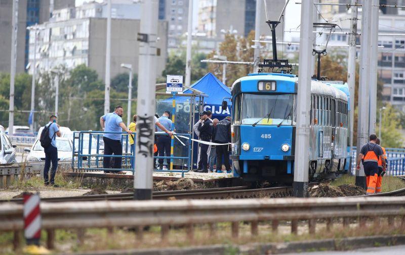 18.09.2021., Zagreb - U ZET-ovom tramvaju na mostu Mladosti pronadjeno bezivotno tijelo muskarca, ocevid u tijeku.  Photo: Matija Habljak/PIXSELL