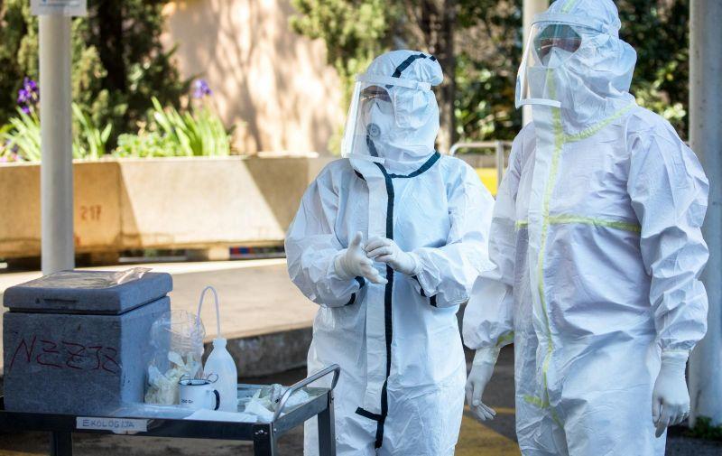 8.4.2020., Rijeka - Od danas na parkiralistu zavoda za javno zdravstvo u Rijeci poceo je sa radom drive-in testiranje na koronavirus.  Photo: Nel Pavletic/PIXSELL