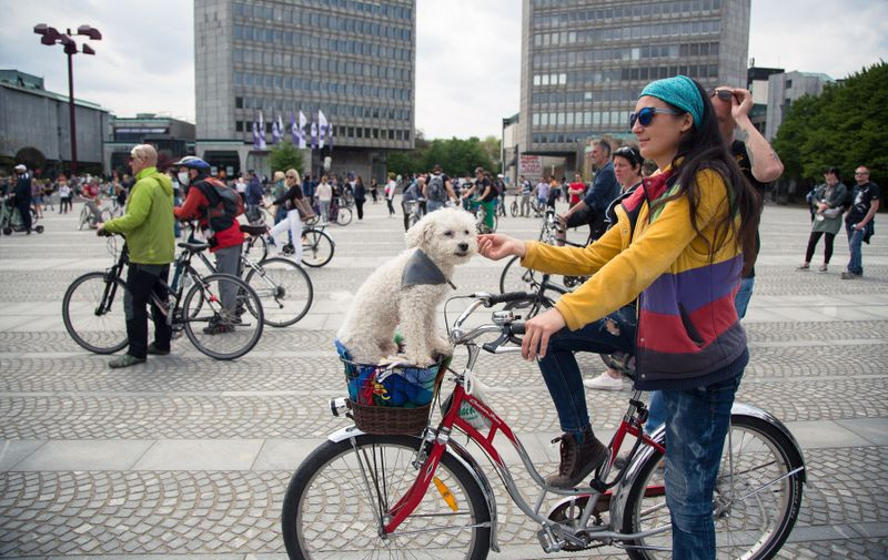 A woman with her dog seated in a bicycle basket takes part during the demonstration. Around five hundred people protested in front of Slovenian parliament building against the government and its alleged corruption amid the coronavirus measures and restrictions.//SOPAIMAGES_1.7357/2004272112/Credit:Luka Dakskobler / SOPA Im/SIPA/2004272115, Image: 515534776, License: Rights-managed, Restrictions: , Model Release: no, Credit line: Luka Dakskobler / SOPA Im / Sipa Press / Profimedia