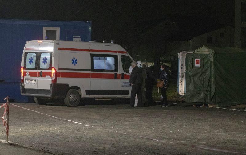 24.11.2020., Varazdin - Satori u krugu Opce bolnice sluze kao cekaonice za bolesnike koje odvoze dalje. Photo: Vjeran Zganec Rogulja/PIXSELL