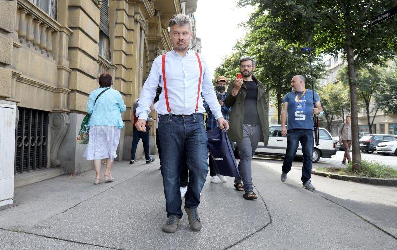 """01.09.2021., Zagreb - Akcijom """"Pratite trag novca"""" Dario Jurican pokusao je danas ukazati na necinjenje kada je u pitanju netransparentno vlasnistvo medija. Photo: Patrik Macek/PIXSELL"""