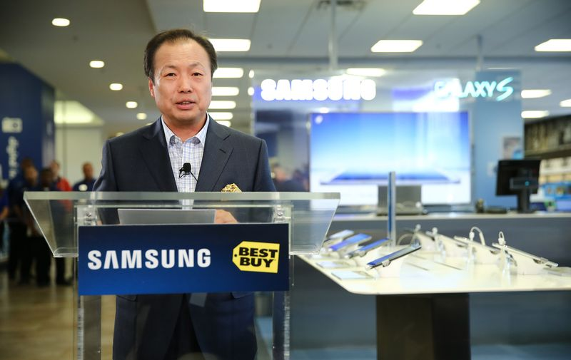 NEW YORK, NY – APRIL 24: Samsung CEO and President of IT and Mobile Business JK Shin celebrates the opening of the Samsung Experience Shop at Best Buy Union Square on April 24, 2013 in New York City. (Photo by Neilson Barnard/Getty Images for Samsung)