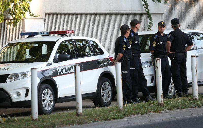 14.08.2021., Sarajevo, Bosna i Hercegovina - Velik broj policajaca osigurava Povorku ponosa koja pocinje danas u 12 sati. Photo: Armin Durgut/PIXSELL