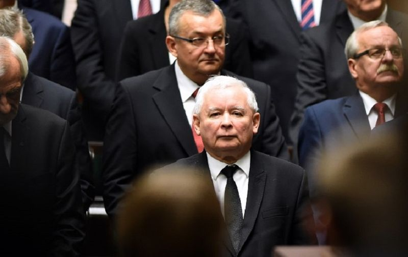 Jaroslaw Kaczynski (C), the leader of the conservative Law and Justice (PiS) party attends the inaugural session of the new Polish parliament on November 12, 2015 in Warsaw.  AFP PHOTO / JANEK SKARZYNSKI / AFP PHOTO / JANEK SKARZYNSKI
