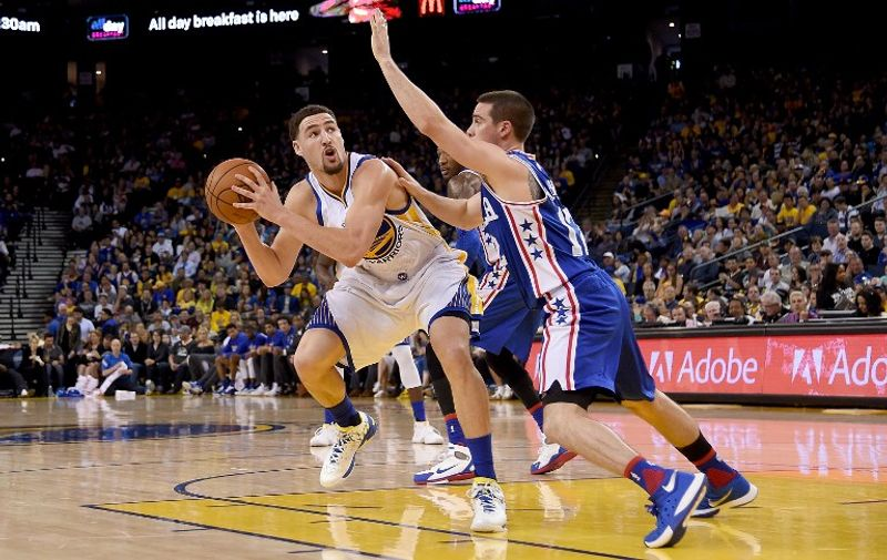 OAKLAND, CA - MARCH 27: Klay Thompson #11 of the Golden State Warriors looks to shoot over T.J. McConnell #12 of the Philadelphia 76ers during an NBA Basketball game at ORACLE Arena on March 27, 2016 in Oakland, California. NOTE TO USER: User expressly acknowledges and agrees that, by downloading and or using this photograph, User is consenting to the terms and conditions of the Getty Images License Agreement.   Thearon W. Henderson/Getty Images/AFP