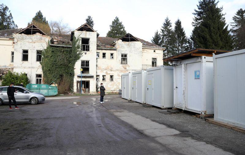 05.02.2021. ,Petrinja -  Milorad Pupovac predao je kontejner Novoj bolnici u Petrinji, odjelu za pulmologiju i palijativnu skrb. Photo: Edina Zuko/PIXSELL