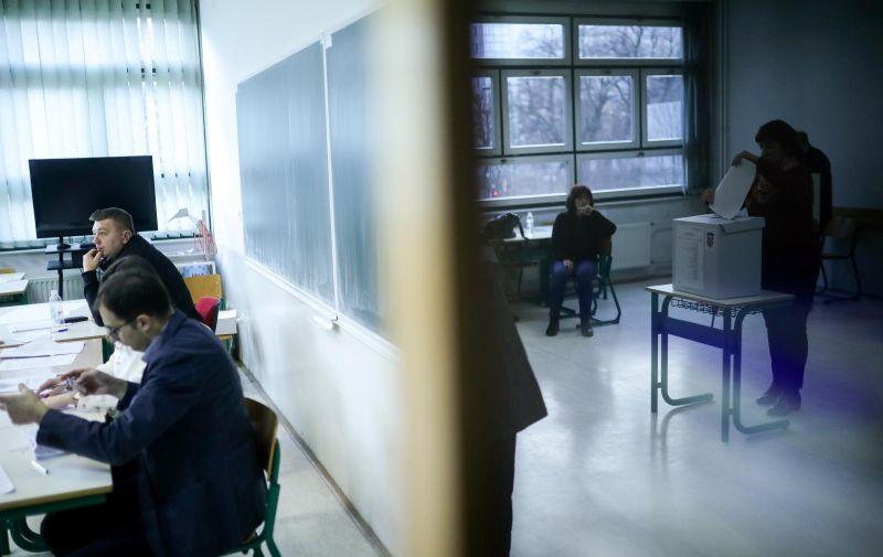 22.12.2019., Sarajevo, Bosna i Hercegovina - Glasanje na birackom mjestu u Sarajevu na kojem se bira predsjednik Republike Hrvatske. Photo: Armin Durgut/PIXSELL