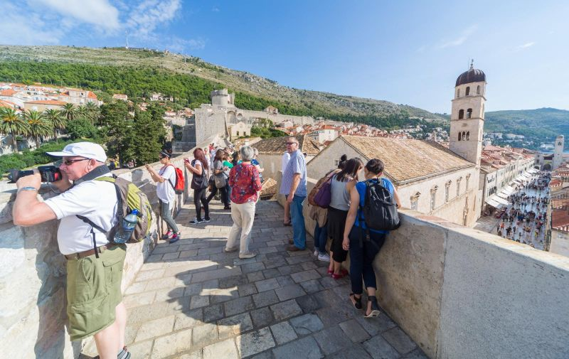 07.10.2014., Dubrovnik - Zasigurno najveca dubrovacka atrakcija su impresivne dubrovacke zidine. Gotovo da ne postoji turist koji posjeti Dubrovnik bez da ne posjeti zidine i s njih uziva u panorami. Photo: Grgo Jelavic/PIXSELL