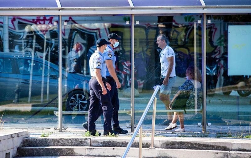 12.08.2020., Split - Policijske snage osiguravaju prostor oko Zupanijskog suda u Splitu na kojem je jutros zapocelo sudenje Filipu Zavadlavu (25), optuzenomu za trostruko tesko ubojstvo u Splitu pocetkom ove godine. Photo: Milan Sabic/PIXSELL