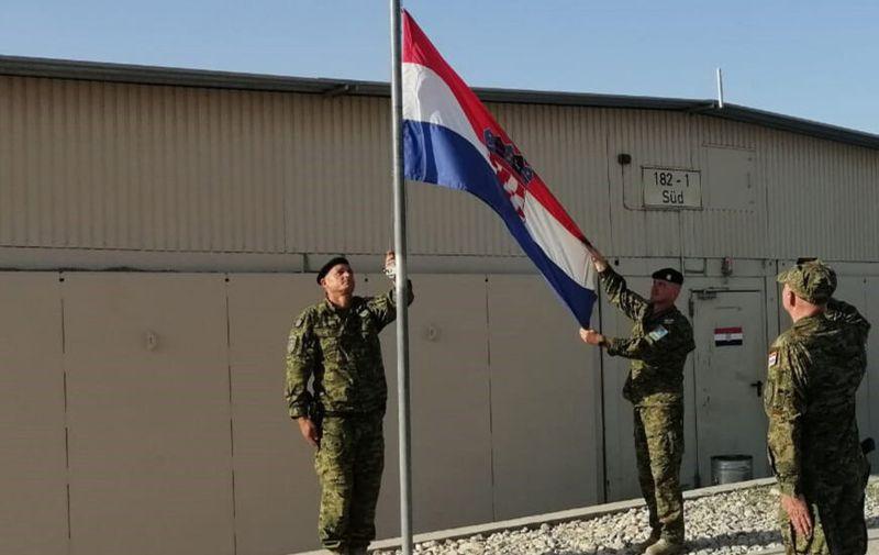 Spuštanjem hrvatske zastave obilježen je završetak sudjelovanja 12. hrvatskog kontingenta u NATO misiji Resolute Support u Afganistanu | Foto: HV/ 12. HRVCON
