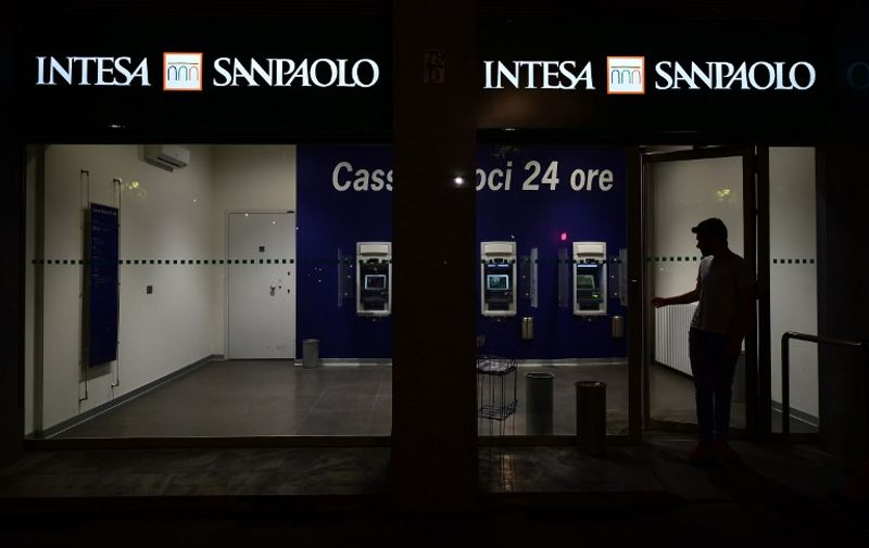 A picture taken on July 17, 2016 shows a branch of the Intesa SanPaolo bank in Turin, in the Italian region of Piemonte.  A cloud is currently hanging over Italy's banking sector, which is burdened with 360 billion euros of bad debts, and fears are rife on financial markets a failure to tackle the problem could ignite a new eurozone crisis. / AFP PHOTO / GIUSEPPE CACACE