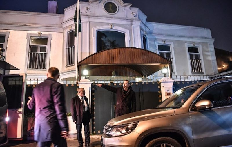 Security members of the consulate wait in front of the Saudi Arabia consul's residence on October 16, 2018, the day after Turkish police and prosecutors searched the Saudi embassy after Riyadh gave the green-light amid global uproar over the disappearance of Saudi journalist Jamal Khashoggi since October 2. - Saudi Arabia's consul to Istanbul Mohammed al-Otaibion on October 16, 2018 left the Turkish city bound for Riyadh on a scheduled flight, reports said, as Turkey prepared to search his residence in the probe into the disappearance of journalist Jamal Khashoggi. (Photo by OZAN KOSE / AFP)
