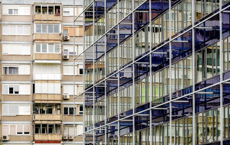 07.05.2021., Zagreb - Miramarska ulica. Staro vs novo. Kontrast nove zgrade u odnosu na staru. Kvaliteta uglavnom ide na stranu novih gradjevina dok su stare u sredistu grada od potresa pod upitnom kvalitetom. Na trzistu nekretnina takodjer je sve veci razmjer u odnusu cijene pri kupnji stanova. Photo: Sanjin Strukic/PIXSELL
