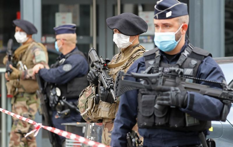 """French soldiers and policemen secure the site of a knife attack in Nice on October 29, 2020. - France's national anti-terror prosecutors said Thursday they have opened a murder inquiry after a man killed three people at a basilica in central Nice and wounded several others. The city's mayor, Christian Estrosi, told journalists at the scene that the assailant, detained shortly afterwards by police, """"kept repeating 'Allahu Akbar' (God is Greater) even while under medication."""" He added that President Emmanuel Macron would be arriving shortly in Nice. (Photo by Valery HACHE / AFP)"""