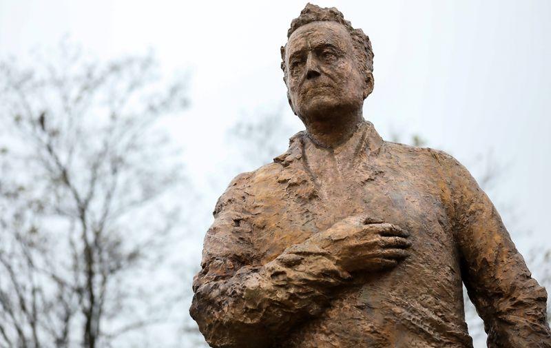 Kip u bronci autora Kuzme Kovačića