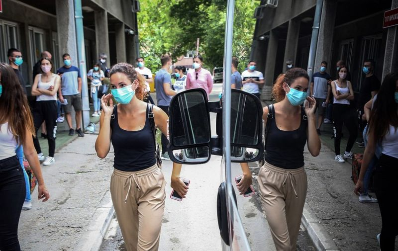 People wait for a medical examination outside the Clinic for Infectious and Tropical Diseases in Belgrade on June 24, 2020, as the number of coronavirus (COVID-19) cases grow again in Serbia. - Serbia officially confirmed on June 24, 2020, a total of 13,235 cases of the coronavirus (143 more than Tuesday). Out of that number a total of 263 have died. (Photo by Oliver BUNIC / AFP)