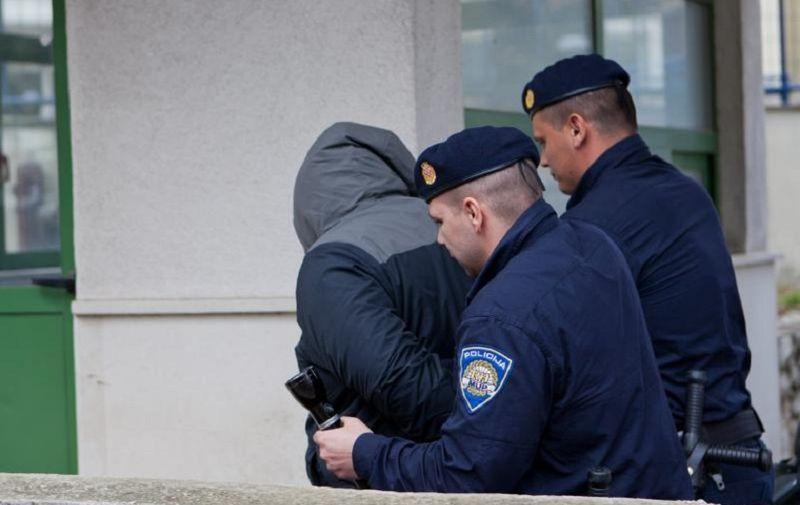 12.04.2013., Dubrovnik - Interventna policija zapocela je medjunarodnu akciju u kojoj su pregledavali vozina na ulazu i izlazu iz Dubrovnika s ciljem istrage trgovine drogom. Akcija se provodi i u drugim gradovima i drzavama te je navodno uhiceno pedeset dilera.