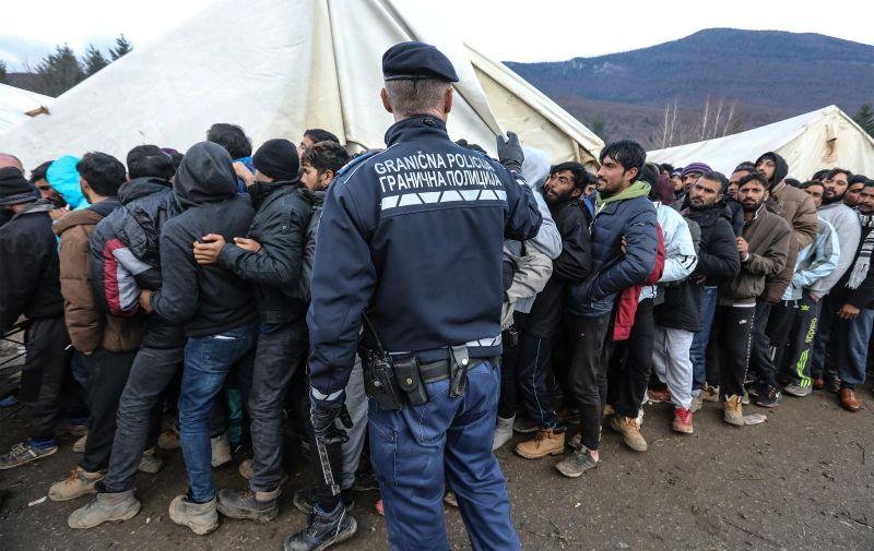 09.12.2019., Bihac - Izbjeglicki kamp na Vucjaku, migranti cekaju odluku Kantonalnih vlasti o preseljenju na novu lokaciju. Photo: Robert Anic/PIXSELL