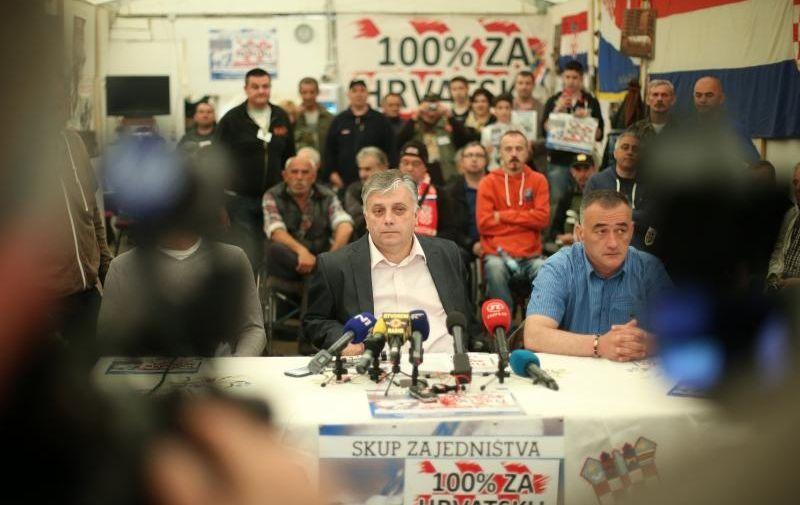 24.04.2015., Zagreb - Konferencija za medije branitelja u satoru u Savskoj 66. Gjuro Glogoski, Drazimir Jukic.  Photo: Slavko Midzor/PIXSELL