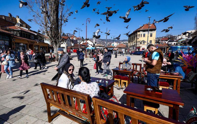 26.02.2021.,Sarajevo, Bosna i Hercegovina - Sarajlije uzivaju u suncu i odmoru u kaficima. Photo: Armin Durgut/PIXSELL