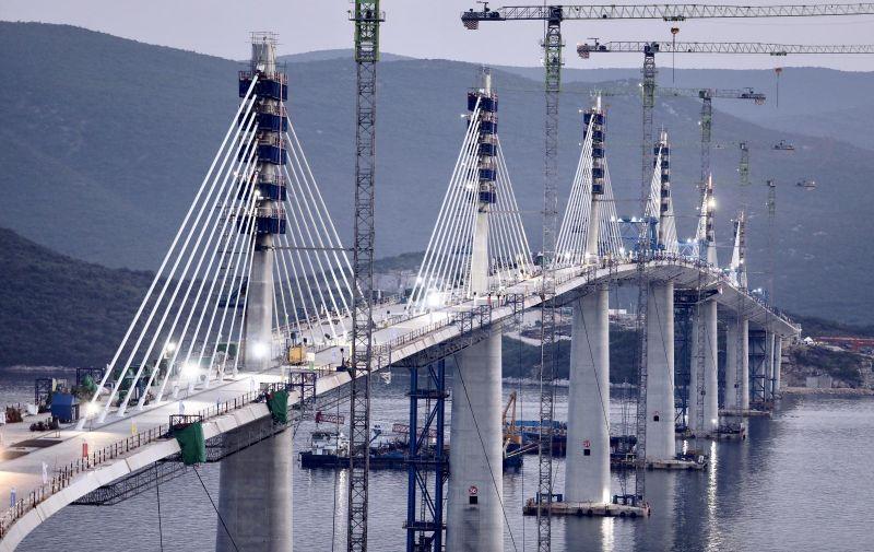 28.07.2021.,Komarna-Pogled na gradiliste Peljeskog mosta uoci vecerasnjeg postavljanja posljednjeg elementa koji ce spojiti hrvatski u cijelosti nakon 300 godina. Photo: Ivo Cagalj/PIXSELL