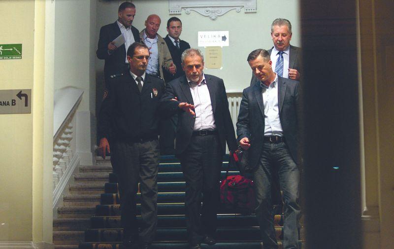 21.10.2014., Zagreb - Milan Bandic i ostali osumljiceni u aferi Agram odlaze iz sudnice nakon sto im je sudac istrage odredio istrazni zatvor. Milan Bandic bio je vidno ljut i uzenimren, te zustro raspravljao sa svojim odvjetnicima, a pravosudni policajac drzao ga je za ruku. Photo:Zeljko Lukunic/PIXSELL