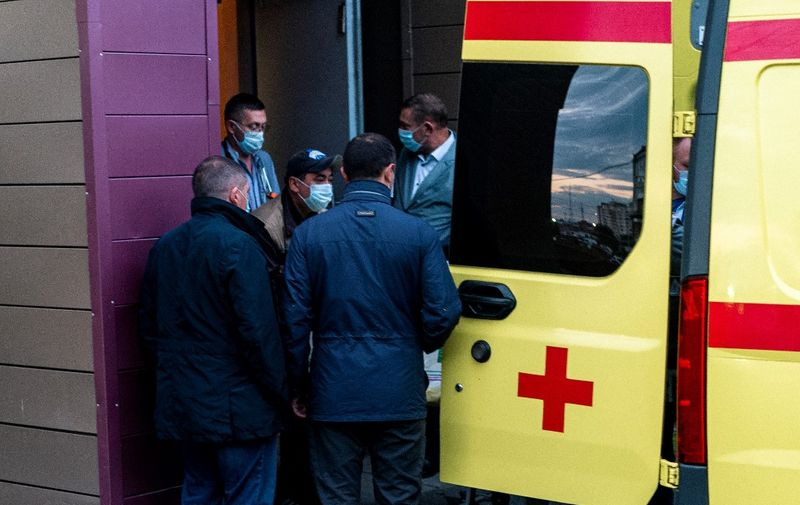 Medics load Alexei Navalny in an ambulance at Omsk Emergency Hospital No 1 where Navalny was admitted after he fell ill in what his spokeswoman said was a suspected poisoning in Omsk on August 22, 2020. - An ambulance took Russian opposition leader Alexei Navalny from the hospital where he was being treated in the city of Omsk to the airport for medical evacuation, his spokeswoman said. (Photo by Dimitar DILKOFF / AFP)