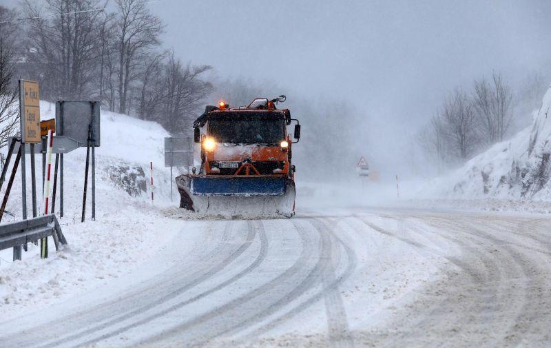 U Lici i Gorskom kotaru na Božić je počeo padati snijeg.