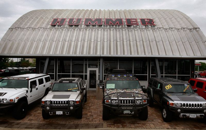 SCHAUMBURG, IL - JUNE 02: Hummer vehicles are offered for sale at Woodfield Hummer, a Hummer and Chevrolet dealerhip, June 2, 2009 in Schaumburg, Illinois. According to reports General Motors has reached a tentative agreement to sell its Hummer brand to Sichuan Tengzhong Heavy Industrial Machinery Co. of China.   Scott Olson/Getty Images/AFP