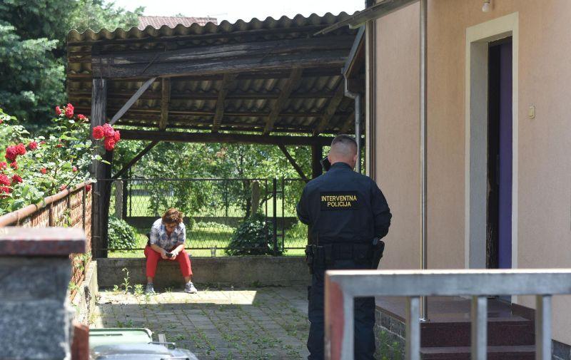 05.07.2019., Zagreb - Pretres interventne policije u Ulici Branimira Gusica 12.   Photo: Davorin Visnjic/PIXSELL