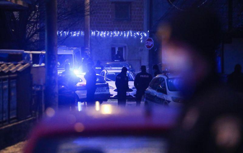 09.12.2020., Zagreb - Policijski ocevid u naselju Kozari bok gdje su dva  policiajca koja su bila u patroli napadnuti. Jedan policajac da se obrani od napadaca pucao je u zrak iz pistolja. Za napadacima se traga, a napadnuti policajci su odvezeni u bolnicu. Photo: Zeljko Lukunic/PIXSELL