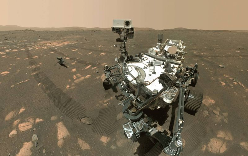 NASA's Perseverance Mars rover took a selfie with the Ingenuity helicopter Članak se nastavlja ispod oglasa