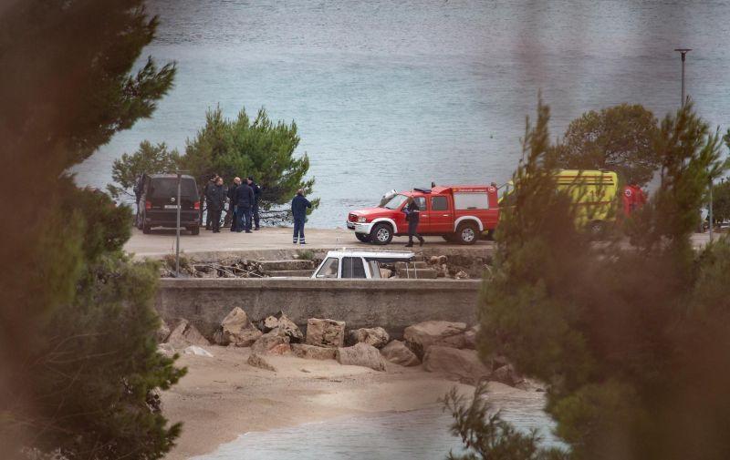 Dubrovnik: Nekoliko osoba prevezeneo u bolnicu zbog požara u HR Plat 10.01.2019., Hidroelktrana Plat, Plat, Zupa dubrovacka - Eksplozija i pozar u hidroelktrani Plat. Nacelnik policije Ivan Pavlicevic potvrdio je da je u odvodnom kanalu pronadjeno bezvotno tijelo jednog od trojice nestalih radnika hidroelektrane kojeg su ronioci izvukli na povrsinu. Za drugom dvojicom jos se traga. Pozar u hidrocentrali Plat je ugasen. Pretpostavlja se da je uzrok pozara tehnicke naravi, a o uzroku ce vjestacenje provesti centar Ivan Vucetic. Sva trojica djelatnika za kojima se traga su s podrucja Dubrovnika.  Photo: Grgo Jelavic/PIXSELL