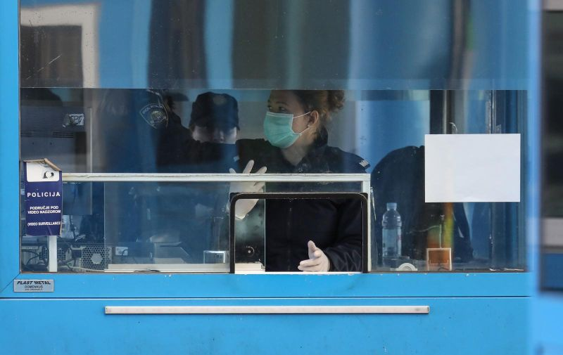 11.03.2020., Zagreb - Pojacan nadzor policijskih sluzbenika na granicnom prijelazu Bregana zbog epidemije koronavirusa. Photo: Robert Anic/PIXSELL