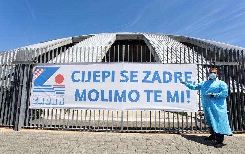 12.06.2021., Zadar- Ministar Vili Beros prikljucio se akciji vodstva kluba i navijaca KK Zadra masovnog cjepljenja. Photo: Marko Dimic/PIXSELL