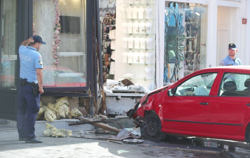 U samom centru Zagreba dogodila se nesvakidašnja prometna nesreća. Naime, nepoznata osoba zabila se autom u izlog dućana u Ilici, blizu Trga bana Jelačića.