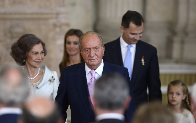 (L TO R) Spain's Queen Sofia, Spain's former King Juan Carlos and Spain's Crown Prince Felipe and Spanish Princess Leonor leave after the ceremony of approval and enactment of a law bringing into effect King Juan Carlo's abdication in the Columns Hall at the Royal Palace in Madrid on June 18, 2014. Spanish King Juan Carlos announced his abdication on June 2, 2014 in favour of his son Prince Felipe who tomorrow will swear an oath infront of both houses of parliament, ending a 39-year reign that guided Spain from dictatorship to democracy but was later battered by royal scandals. AFP PHOTO / GERARD JULIEN (Photo by GERARD JULIEN / AFP)