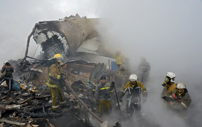 Rescue personnel work at the crash site of a Turkish cargo plane in the village of Dacha-Suu outside Bishkek on January 16, 2017. A Turkish cargo plane crashed into a village near Kyrgyzstan's main airport Monday, killing at least 37 people and destroying houses after attempting to land in thick fog, authorities said. / AFP PHOTO / Vyacheslav OSELEDKO
