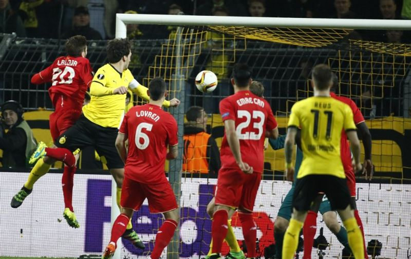 Dortmund's defender Mats Hummels (2nd L) scores the 1-1 equalizer during the UEFA Europe League quarter-final, first-leg football match Borussia Dortmund vs Liverpool FC in Dortmund, western Germany on April 7, 2016. / AFP PHOTO / ODD ANDERSEN