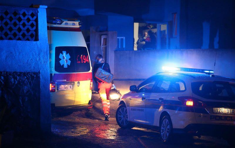 27.09.2020., Dugi Rat, Duce - Policija, vatrogasci i hitna medicinska pomoc u starackom domu na ulazu u Duce nakon pozara u kojem su smrtno stradale dvije osobe.  Photo: Ivo Cagalj/PIXSELL