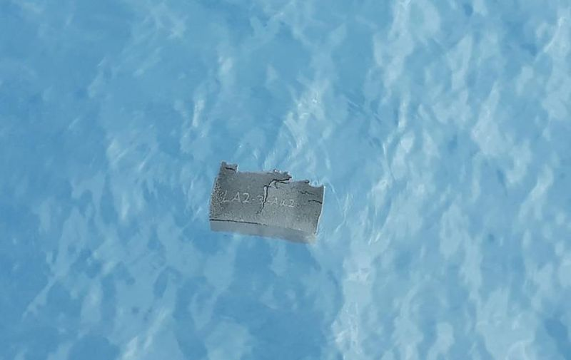 """Handout picture released by the Chilean Air Force showing a part of a fuel tank, allegedly from the Chilean Air Force C-130 Hercules cargo plane that went missing in the sea with 38 people aboard, found at Drake Passage, near to Chile, on December 11, 2019. (Photo by HO / Chilean Air Force / AFP) / RESTRICTED TO EDITORIAL USE - MANDATORY CREDIT """"AFP PHOTO / CHILEAN AIR FORCE """" - NO MARKETING - NO ADVERTISING CAMPAIGNS - DISTRIBUTED AS A SERVICE TO CLIENTS"""