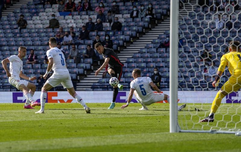 Croatia's forward Ivan Perisic shoots and scores his team's first goal during the UEFA EURO 2020 Group D football match between Croatia and Czech Republic at Hampden Park in Glasgow on June 18, 2021. (Photo by Petr David Josek / POOL / AFP)