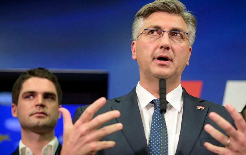 Andrej Plenković drži govor
