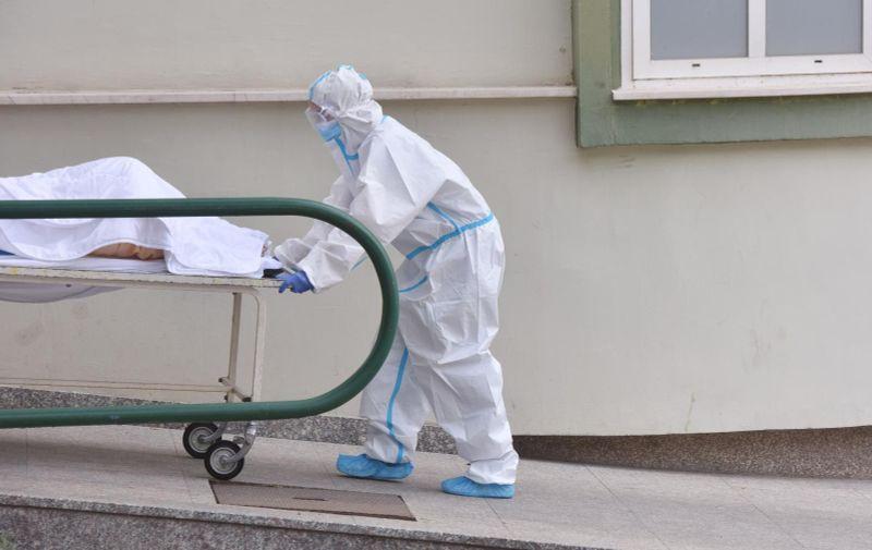14.05.2020., Sibenik - Djelatnci Hitne pomoci ispred Cvjetnoga doma za starije osobe u Sibeniku nakon pojave viirusa Covid 19-koronavirusa. Photo: Hrvoje Jelavic/PIXSELL