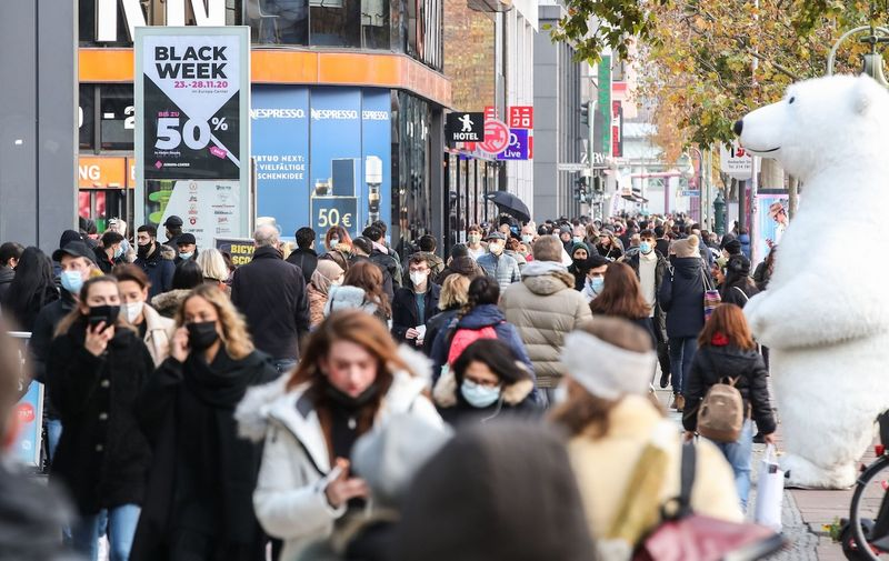 (201127) -- BERLIN, Nov. 27, 2020 (Xinhua) -- People are seen on a shopping street in Berlin, capital of Germany, on Nov. 27, 2020. Germany's COVID-19 caseload has topped 1 million after 22,806 new infections were reported within one day, the Robert Koch Institute (RKI) announced on Friday.,Image: 571839749, License: Rights-managed, Restrictions: , Model Release: no, Credit line: Profimedia